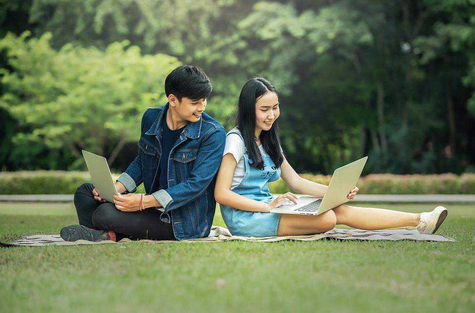 how to write a essay pdf