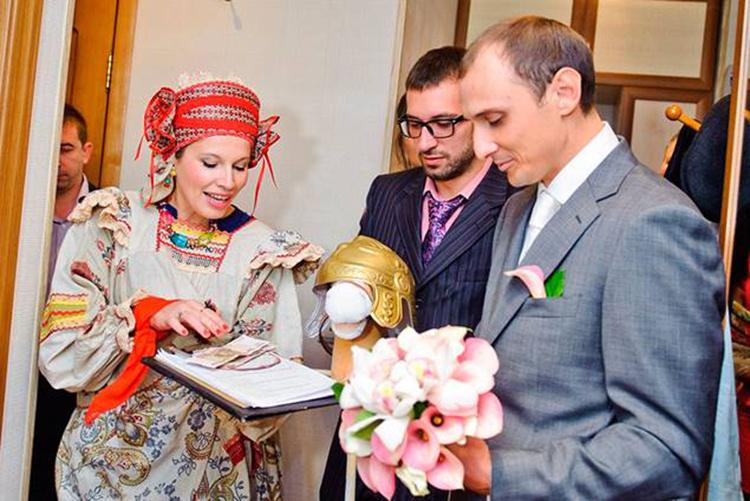 Кто невесту для жениха торгует