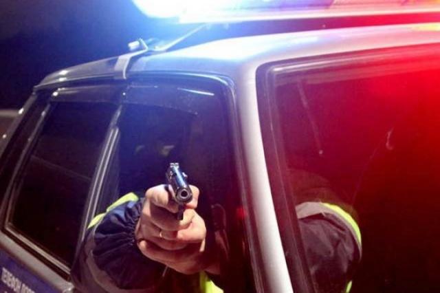 Кировским полицейским удалось остановить бесправника только выстрелом поколесам 16+