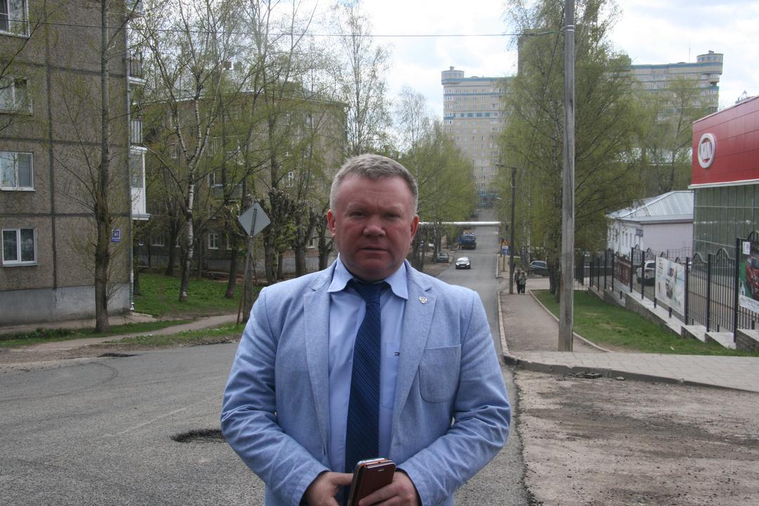 Руководителя «ДДХ» Андрея Меньника отчитали заLand Cruiser