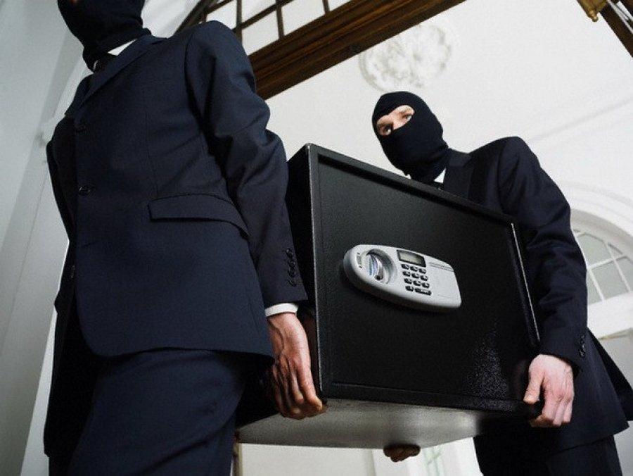 Кража в организации банке собой
