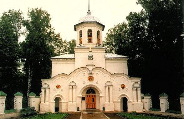 В монастыре Слободского задержали нетрезвого прихожанина, который бросался насвященников