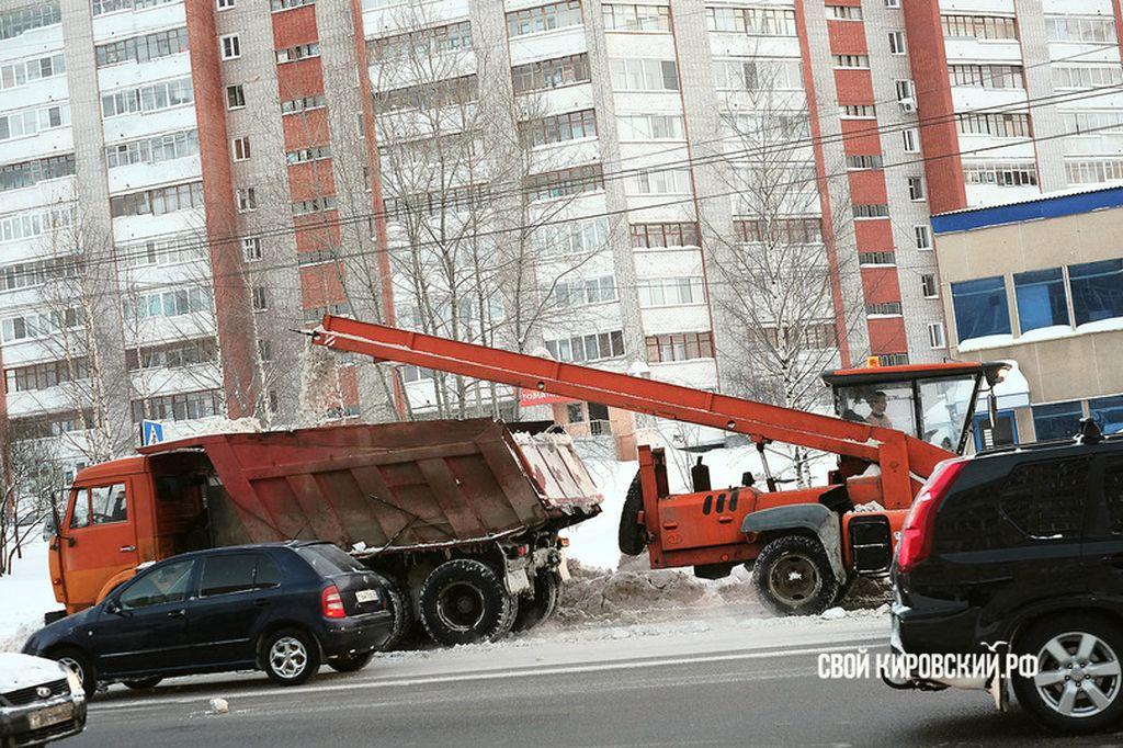 Дорожники отчитываются обуборке снега вКирове вмессенджере