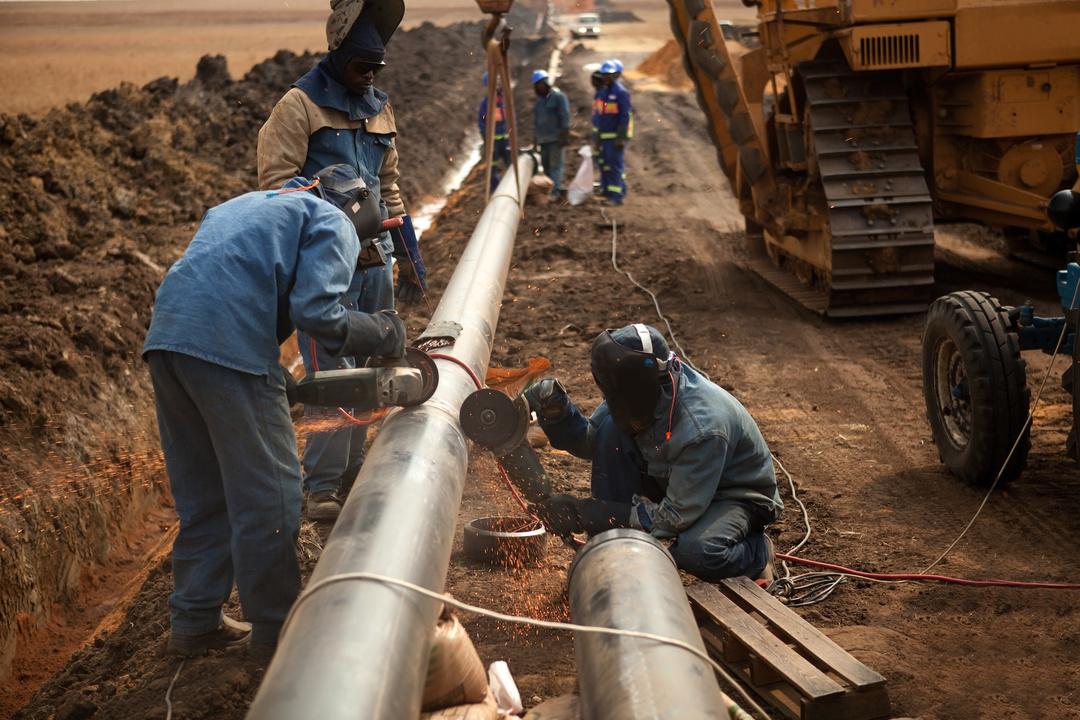 показали картинки при строительстве газопровода рассуждал так