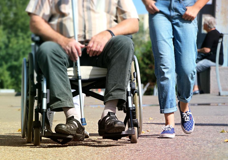 Кировчанам будут бесплатно давать костыли иинвалидные кресла