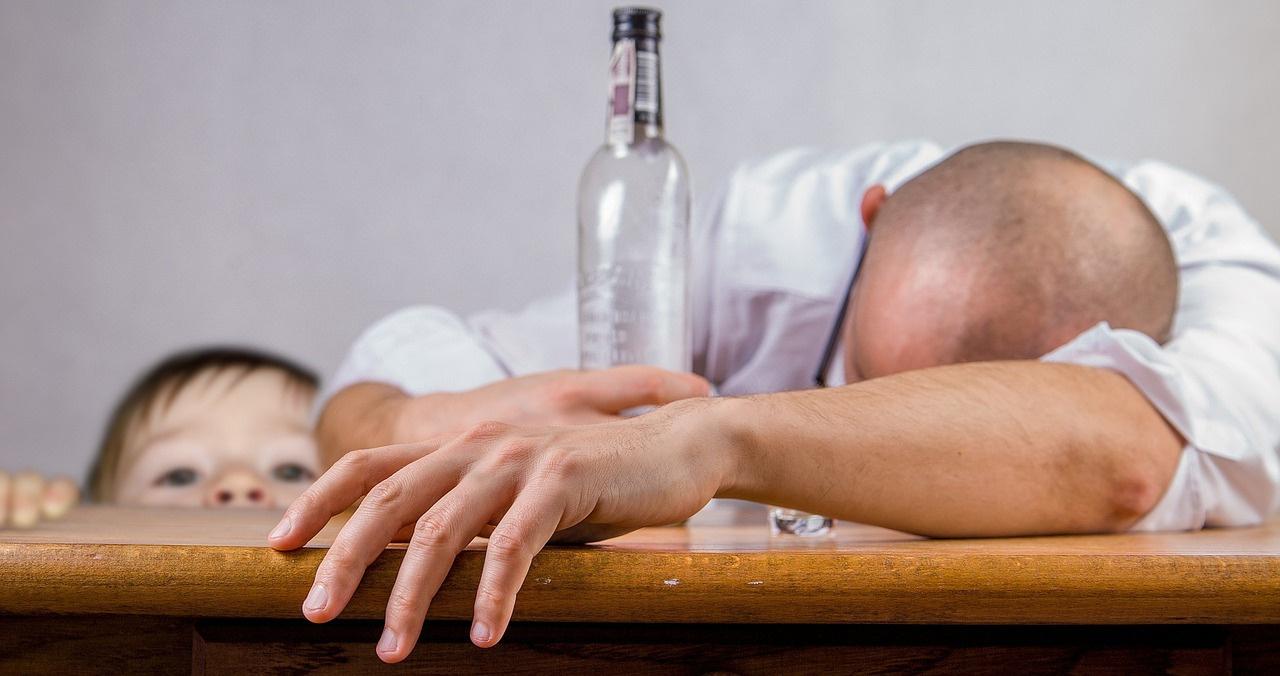 У40% житель россии в недалёком окружении есть алкоголики