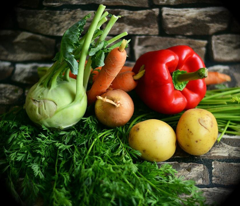 ВКировской области продолжают дорожать овощи ифрукты