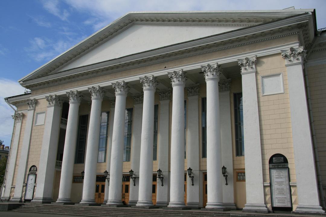 Укировского драмтеатра нет денежных средств нановые спектакли