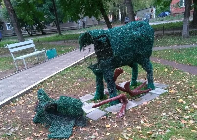 Всквере Дружбы обезглавили оленя