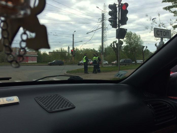 ВКирове перекрыли улицу ради проезда кортежа руководителя РПЦ из13 машин
