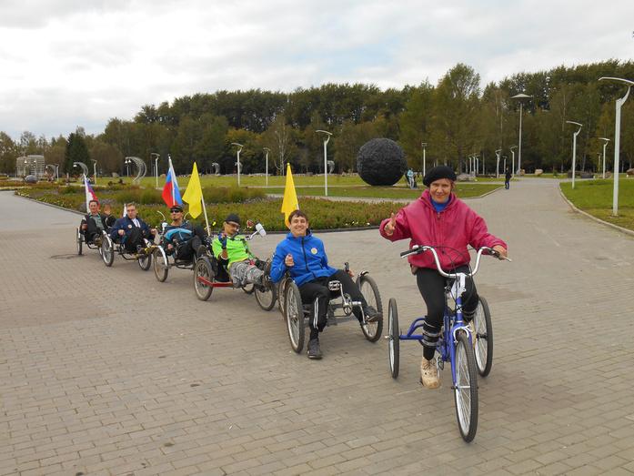 «Настоящих буйных мало». Как кировские инвалиды сели на велосипеды и стали «кентаврами»